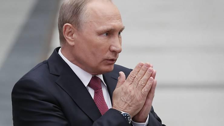 Russlands Präsdient Wladimir Putin nach der Fragestunde im Gespräch mit Medienschaffenden
