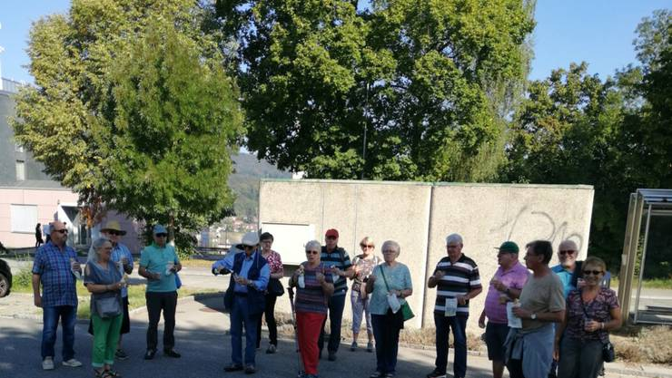 Der Start der Wandergruppe im Kleinholz (auf dem Photo fehlt Peter Tschan, der war ja auch dabei).