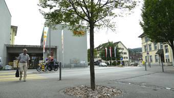Coop-Gebäude beim Bahnhof Dornach.