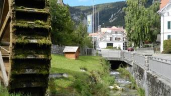 Unten im Dorf plätschert das Wasser im Wildbach ruhig dahin. Oben in der «Chlus» gab es 2012 wegen einem Gewitter viel Geschiebe.