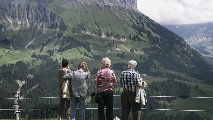 Die Lebenserwartung steigt täglich: Wie soll die Gesellschaft damit umgehen? Bild: Keystone