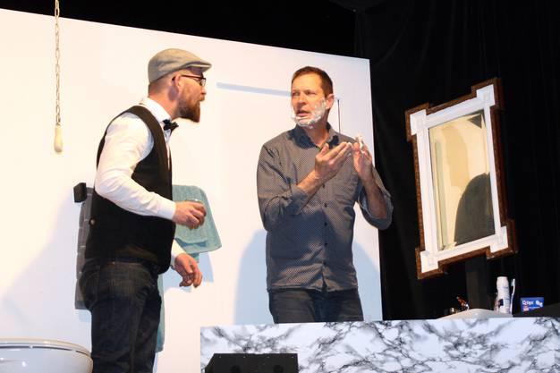 Thomas Krebs und Beat Wormstetter (links) mimen Brüder im Stück.
