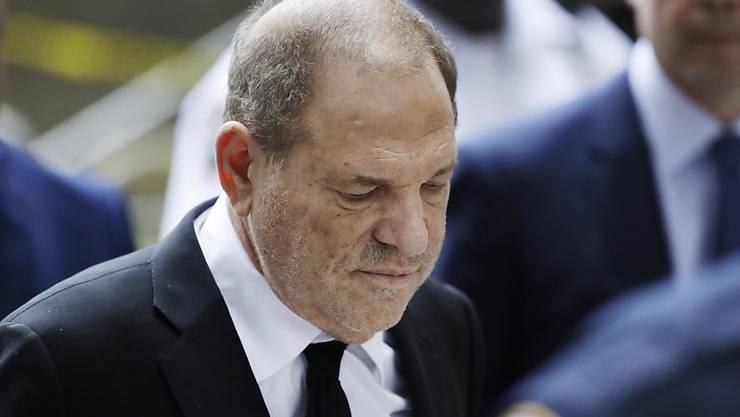Der Prozess gegen Ex-Hollywoodmogul Harvey Weinstein wegen Vergewaltigung sexueller Übergriffe wird in New York stattfinden. Weinstein hatte eine Verlegung des Prozessortes beantragt.  (Foto: Mark Lennihan / AP Keystone)
