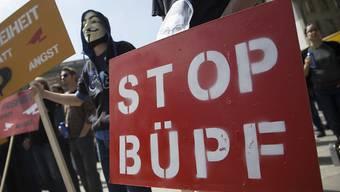Demonstranten protestieren 2014 gegen das Bundesgesetz betreffend die Überwachung des Post- und Fernmeldeverkehrs (BÜPF).