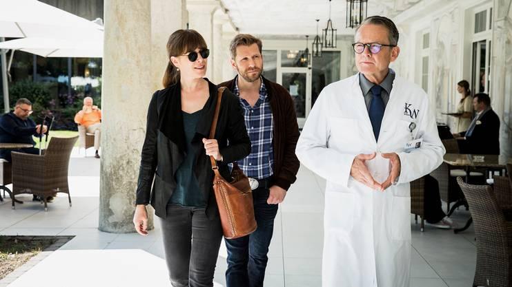Im Kurhotel: Kommissarin Anna-Maria Giovanoli (Barbara Terpoorten) und Polizist Reto Doerig (Samuel Streiff) decken eine Verschwörung auf.