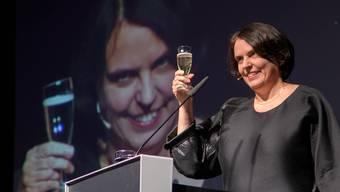 Ein Prosit aufs neue Jahr: Elisabeth Ackermann erhebt nach ihrer Ansprache das Glas.