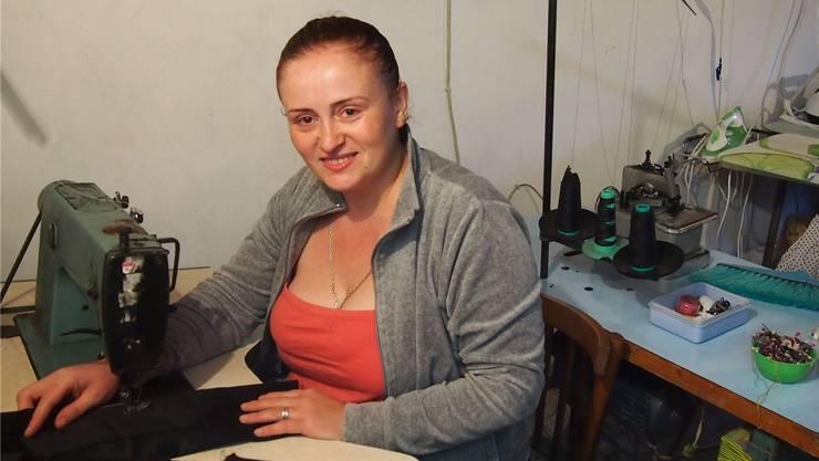 Diese Georgierin kehrte im Sommer 2013 in ihre Heimat zurück und hat ein Schneideratelier eröffnet.