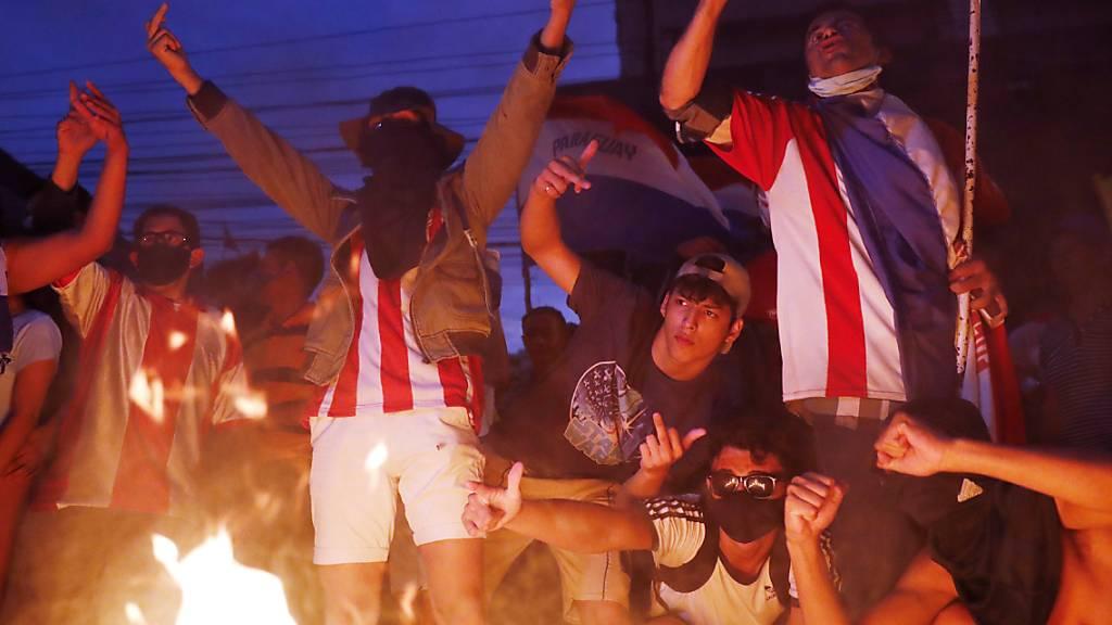 Schwere Krawalle bei Demonstration gegen Regierung in Paraguay