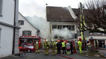 50 Feuerwehrleute bekämpften den Brand in Bad Zurzach. leserreporter