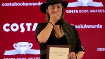 Sie kann es noch nicht fassen: Frances Hardinge mit dem Costa-Literaturpreis in London