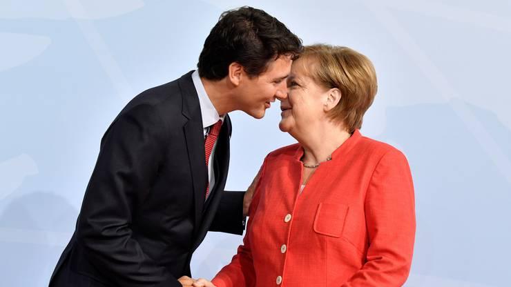 Herzliche Begrüssung: Angela Merkel und Justin Trudeau in Hamburg.