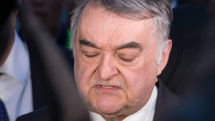 NRW-Innenminister Herbert Reul (CDU) gibt eine Pressekonferenz in der Innenstadt.