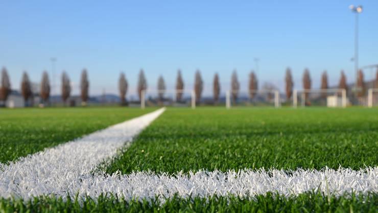 Über Sinn oder Unsinn eines künstlichen Fussballrasens kann man trefflich streiten. Fakt ist: Immer mehr Vereine entscheiden sich für diese allwettertaugliche Lösung.