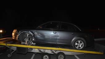 Beim Streifen der Mittelleitplanke löste sich der linke Vorderreifen des Unfallfahrzeugs.