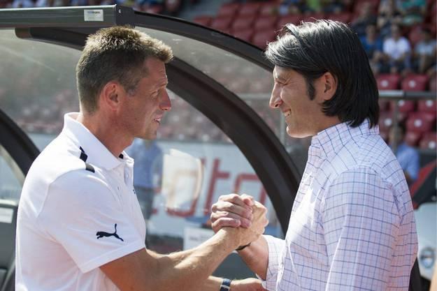 Die beiden Trainer Murat Yakin und Michael Skibbe begrüssen sich vor dem Spiel