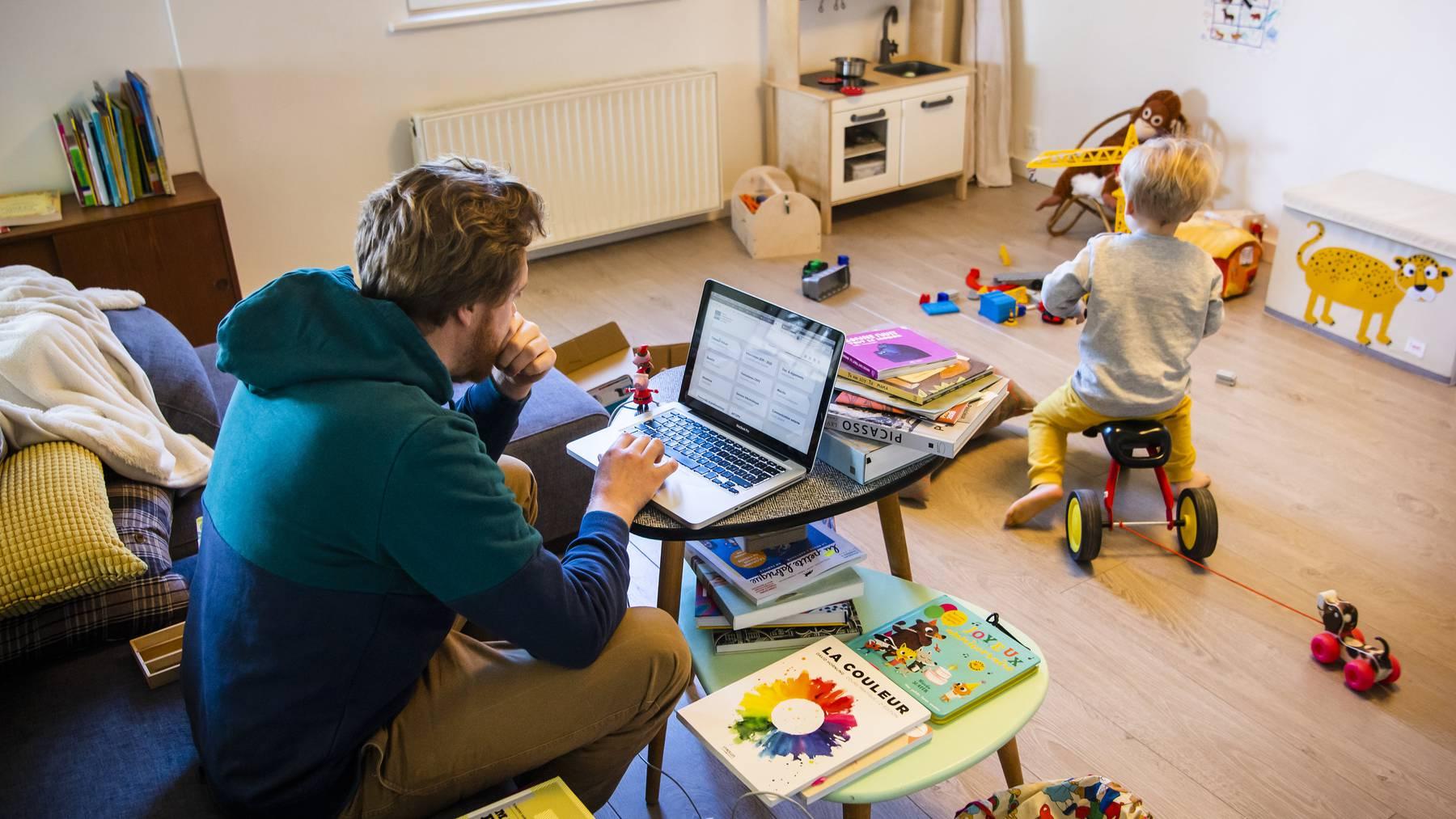 Verwaltungsangestellte arbeiteten seltener als andere Beschäftige von zu Hause aus.