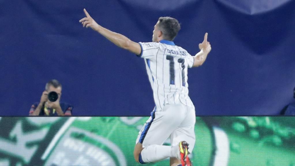 Remo Freuler feiert seinen frühen Führungstreffer für Atalanta – am Ende gibt's bei Villarreal einen Punkt.