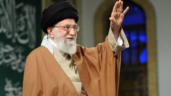 Gegen ihn und die übrige Kleriker-Kaste im Iran richtet sich der Volkszorn hauptsächlich: Der mittlerweile 78 Jahre alte Ayatollah Ali Chamenei, als Religionsführer oberster religiöser und politischer Führer des Landes (in einer Aufnahme vom 9. Januar 2018 bei einem Treffen in Teheran).