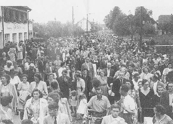 Bei der Einweihungsfeier vor genau 70 Jahren war das ganze Dorf auf den Beinen – so gross war die Freude.