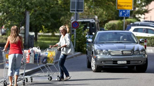 Einkaufen im Grenzort Konstanz: Besonders Kleider werden im Ausland gekauft (Archiv)