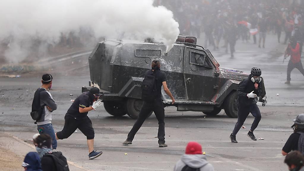 Zehntausende Chilenen protestieren erneut gegen Regierungspolitik
