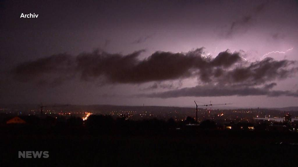 Nach Gewitter unbewohnbar: Massiver Blitzeinschlag in Huttwiler Mehrfamilienhaus