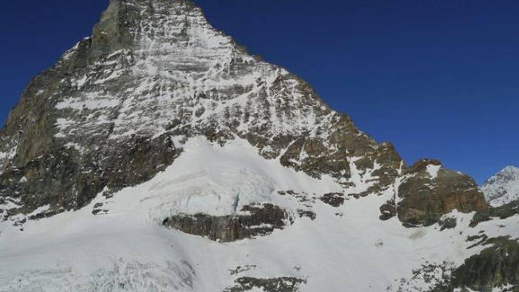 Die beiden Bergsteiger stürzten an der Ostflanke des Matterhorns rund 600 Meter in die Tiefe.