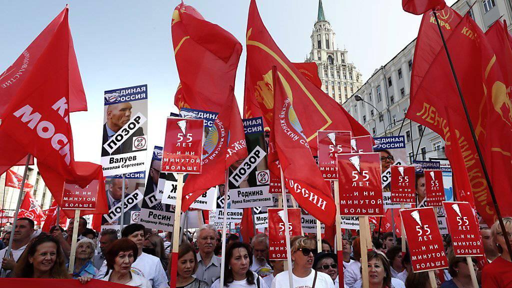Trotz Zugeständnissen von Präsident Putin haben in Russland Tausende von Menschen gegen die geplante Rentenreform demonstriert.