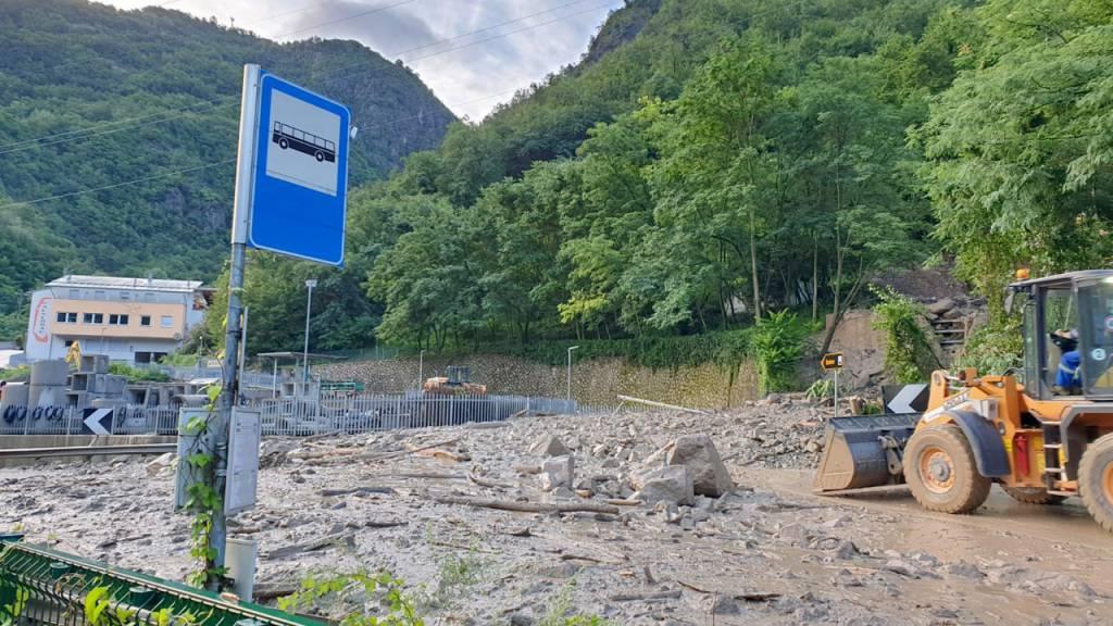 HANDOUT - Seit Tagen schon sorgt Starkregen in Südtirol für Überschwemmungen. Nun geben die Behörden erneut Warnungen heraus. Foto: LFV Südtirol/dpa - ACHTUNG: Nur zur redaktionellen Verwendung im Zusammenhang mit der aktuellen Berichterstattung und nur mit vollständiger Nennung des vorstehenden Credits