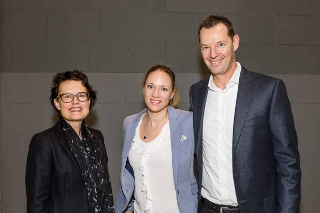 Im Bild v.l.: Antoinette Hunziker-Ebneter (VR-Präsidentin Berner Kantonalbank)mit Angela und Christian Brönnimann (CEO Dectris AG)
