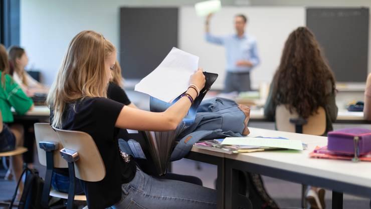 Lehrpersonen können künftig aus einer kantonalen Liste Lehrmittel für den Unterricht aussuchen.