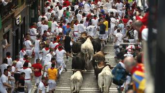 Tradition, die es zu erhalten gilt oder Tierquälerei? Das Stiertreiben in Pamplona.