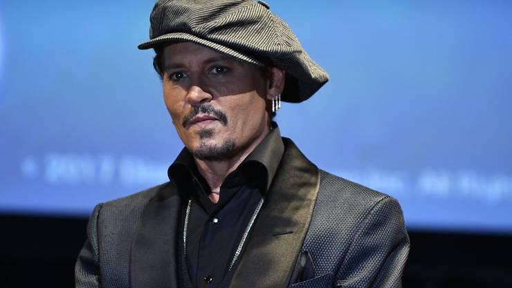 """Johnny Depp steht auf Secondhand-Ramsch und hat unter anderem eine Couch aus """"Keeping Up with the Kardashians"""" erworben. (Archivbild)"""