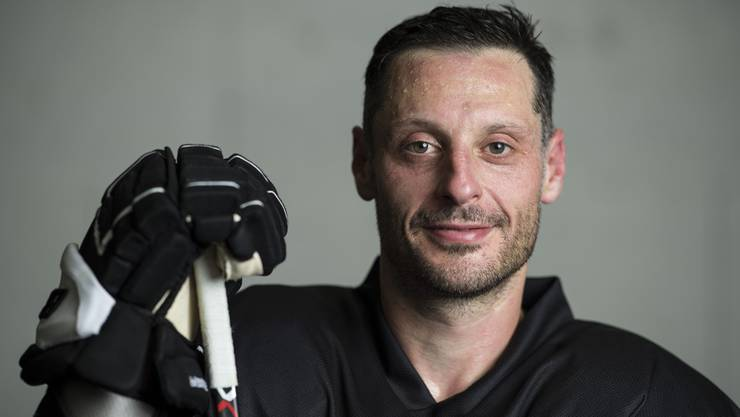 Der Schweizer Eishockey-Star gibt per sofort seinen Rücktritt.