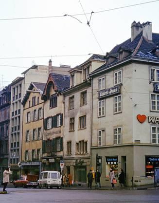 Die Steinenvorstadt war einst eine süsse Meile: das Läckerli-Huus, die Confiserie Nussberger und Jakob's Leckerly (v.r.n.l.) am Anfang der Strasse.