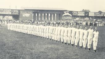 Immer schön stramm stehen, hiess es 1928 beim Eidgenössischen Turnfest in Luzern.