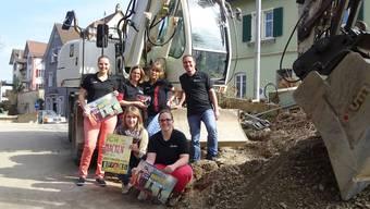 Das Juseso-Team engagiert sich für die Fricktaler Jugend: Lena Heskamp, Sonja Gassmann, Tamina Spiess und Simon Hohler (stehend von links) sowie Sarah Kyburz und Daniela Leimgruber (kniend von links).