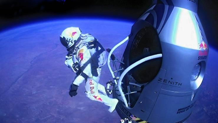 Felix Baumgartner sprang 2012 aus 39 Kilometer Höhe mit einem Fallschirm auf die Erde. Er brach mit seinem Sprung gleich fünf Rekorde.