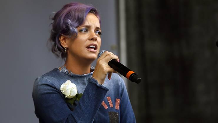 Die britische Popsängerin Lily Allen hat laut eigenen Aussagen für Sex mit Frauen bezahlt.