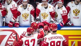 Um Spielmitte feiern die Russen das 2:0 von Doppeltorschütze Nikita Kutscherow