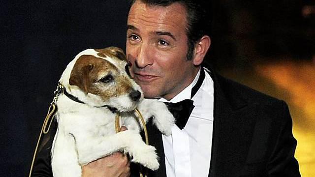 Filmhund Uggie mit The-Artist-Star Jean Dujardin bei der Oscar-Verleihung