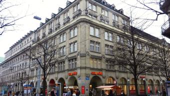 Coop City St. Annahof an der Zürcher Bahnhofstrasse: Im Untergeschoss des Coop-Gebäudes wurde Rauch gemeldet. (Archivbild)