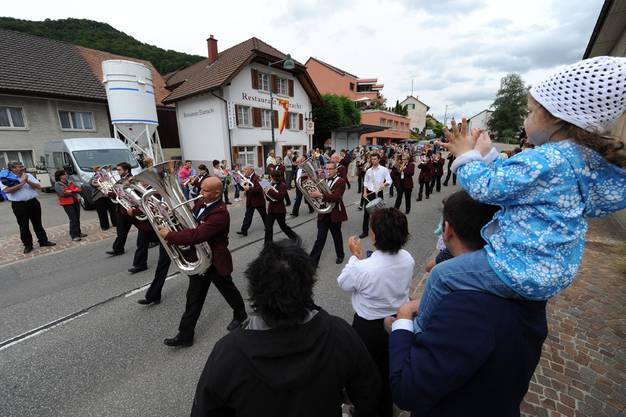 E sou Fäscht - Bezirksmusiktag in Nunningen