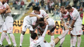 Carpis Spieler feiern den ersten Serie-A-Sieg der Klubgeschichte