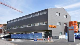 Die neue Migros-Filiale in Erlinsbach. Wer mit dem Bus einkaufen geht, dem bezahlt der Detailhändler das Busbillett.