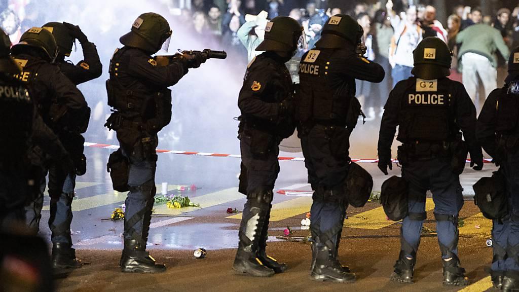 Erneut Gummischrot und Wasserwerfer gegen Demonstranten in Bern