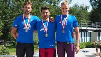 Podest 100m Delfin Männer: Lampart (v.l.), Akçay, Yeboah.