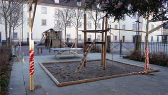 Das Baugerüst für den Gelateria-Pavillon im Klosterhof fand im Winter viel Beachtung – und sorgte für Einsprachen. Archiv