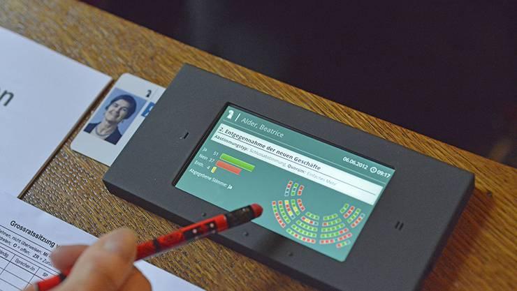 Die Stimmabgabe erfolgt im denkmalgeschützten Grossratssaal per WLAN. Die meisten anderen Parlamente setzen auf kabelgebundene Lösungen.