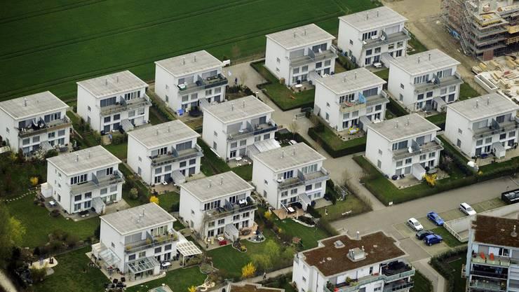 Beim Kauf eines Einfamlienhauses reichen zurzeit 10 Prozent Baranteil. (Symbolbild)